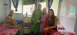 Poster Boy Actress Samikssha Batnagar Celebrates Diwali At Home For The Aged
