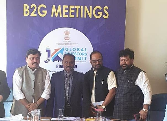 Discussion On Shooting in Kashmir – People From The Film Fedration Meet Governor