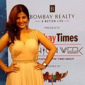 Smriti Sinha becomes the first Bhojpuri actress to walk the ramp at Bombay Times Fashion Week